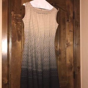 i'm selling a gently used dress.